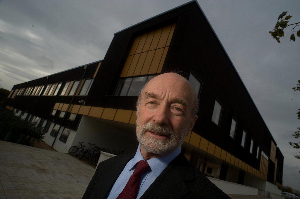 Prof Michael Gregory