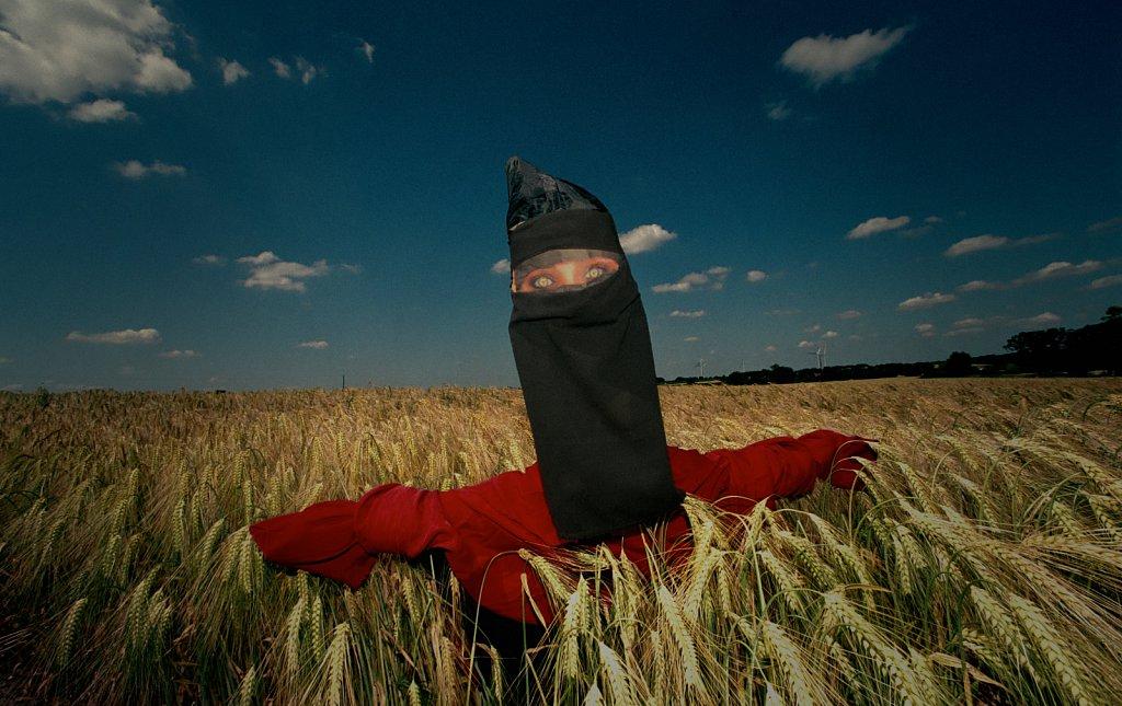 barber-niqab-scarecrow04.jpg